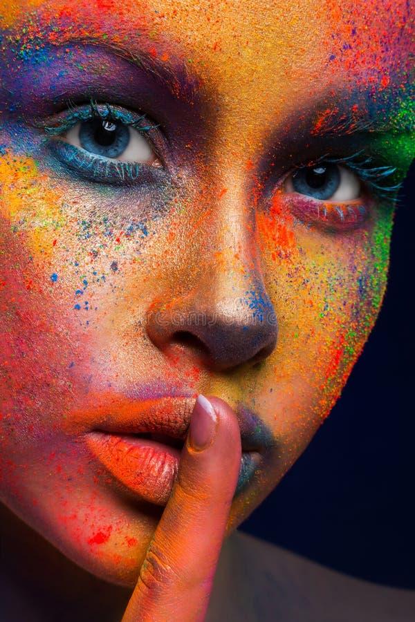 Моделируйте при состав искусства представляя на темной предпосылке стоковые фото