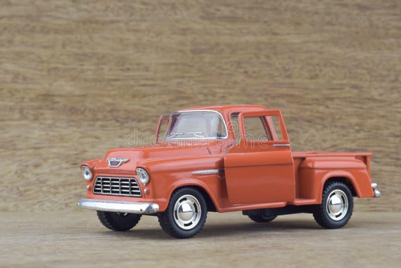 Модельная автомобильная 1955 приемистость Шевроле - оранжевый цвет стоковое изображение rf