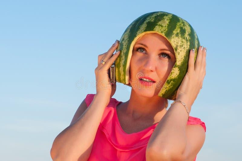 картинки с арбузом на голове