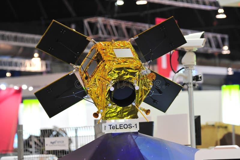 Модель наблюдений земли TeLEOS-1 ST космическая спутниковая на дисплее на Сингапуре Airshow стоковые изображения rf