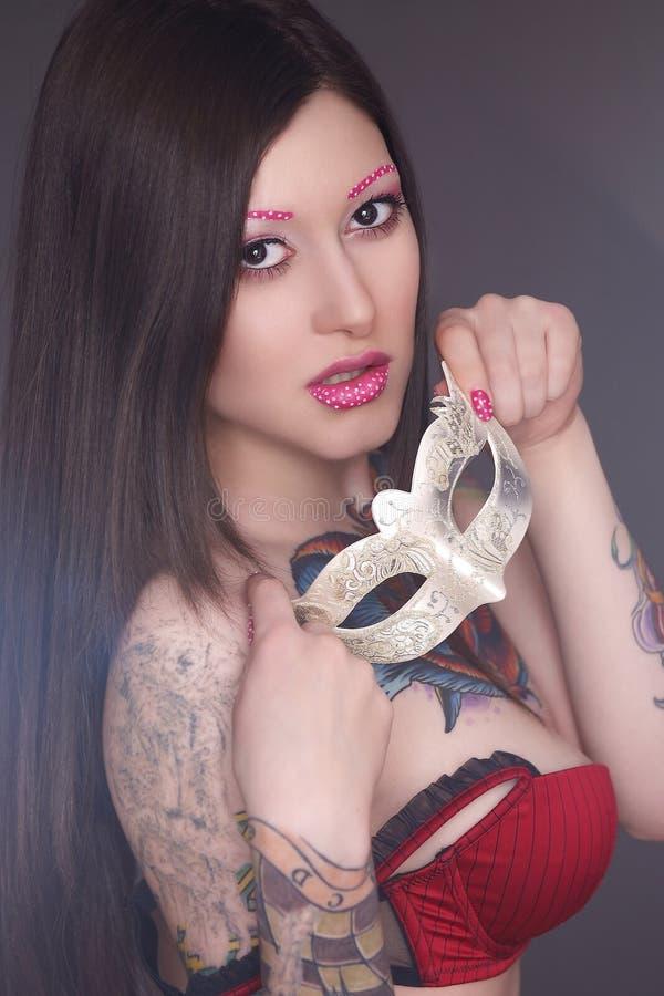 Модель татуировки с ярким составом стоковая фотография