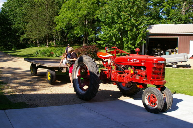 Модель h трактора Farmall стоковые фотографии rf