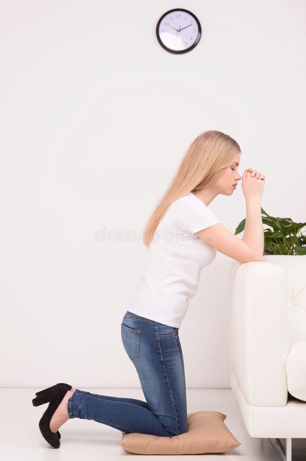 Молить девушки. стоковые фотографии rf