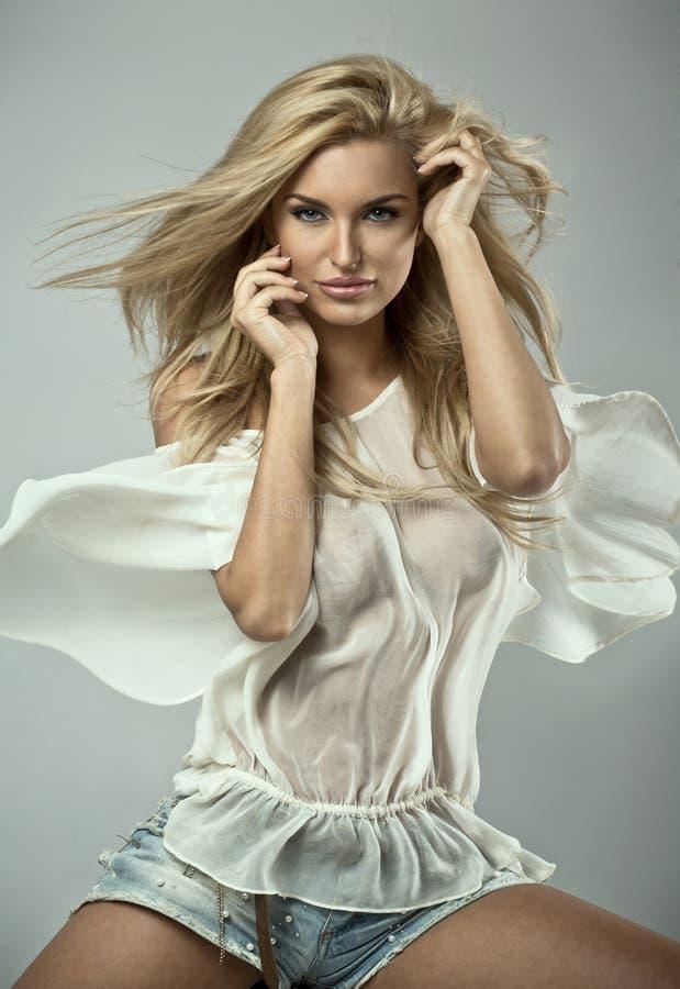 Модная белокурая женщина стоковые изображения