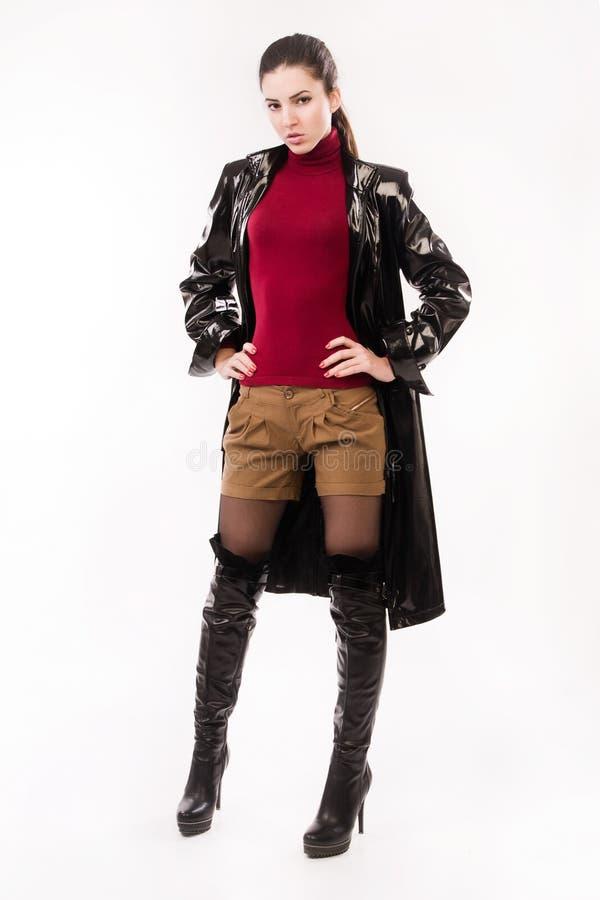 Модная вскользь девушка в черноте стоковое изображение rf