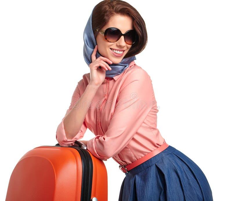 Модная женщина с перемещением чемодана стоковое изображение