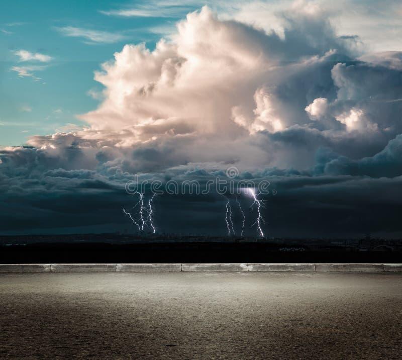 Молния грома ночи стоковое изображение