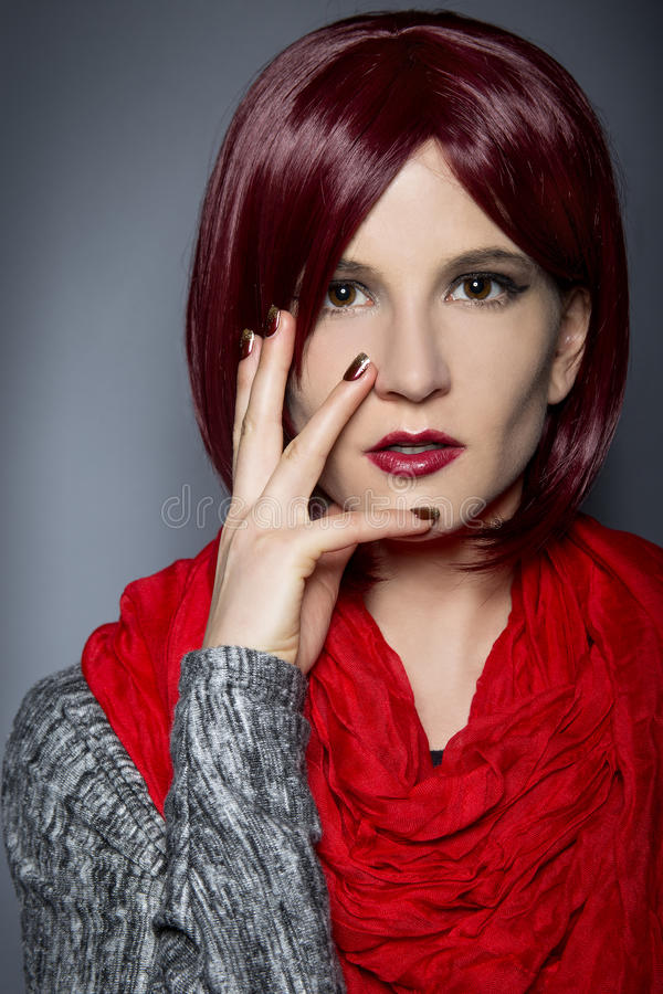 Модный красный маникюр стоковое фото