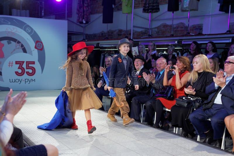 Модный парад выставочного зала 35 проекта стоковая фотография