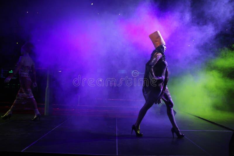 Модный парад русского модельера Ольги Rusakova в Праге стоковое фото