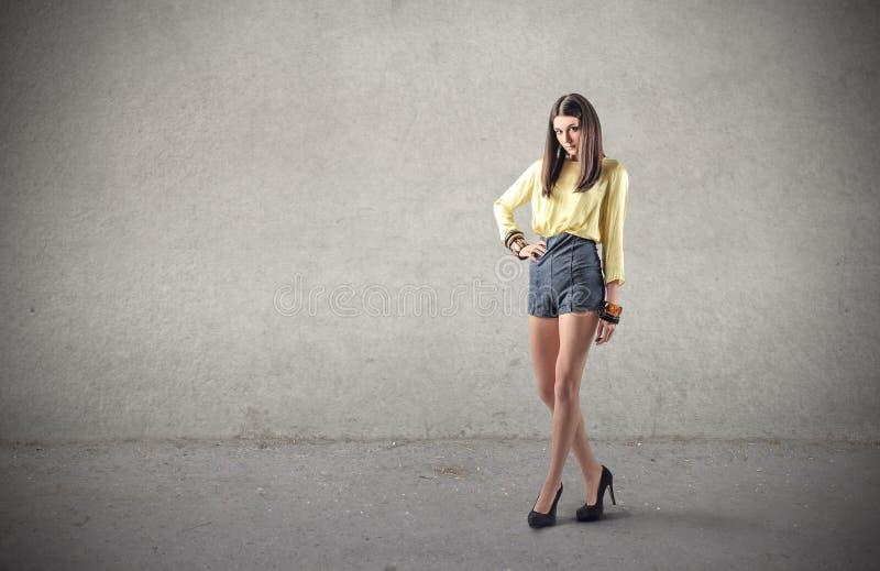 Модный представлять девушки стоковые фотографии rf