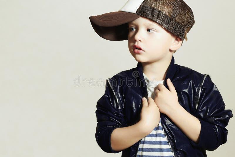 Модный ребенок стильное маленькое Fashion Children Стиль Бедр-хмеля изолят стоковое изображение