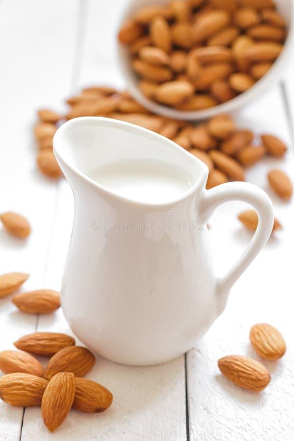 Молоко миндалины стоковая фотография rf