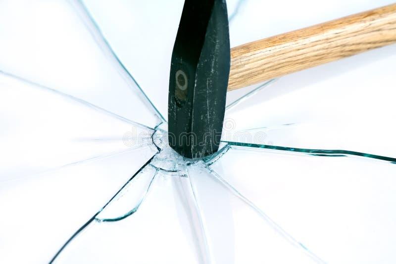 Молоток и стекло стоковое изображение rf