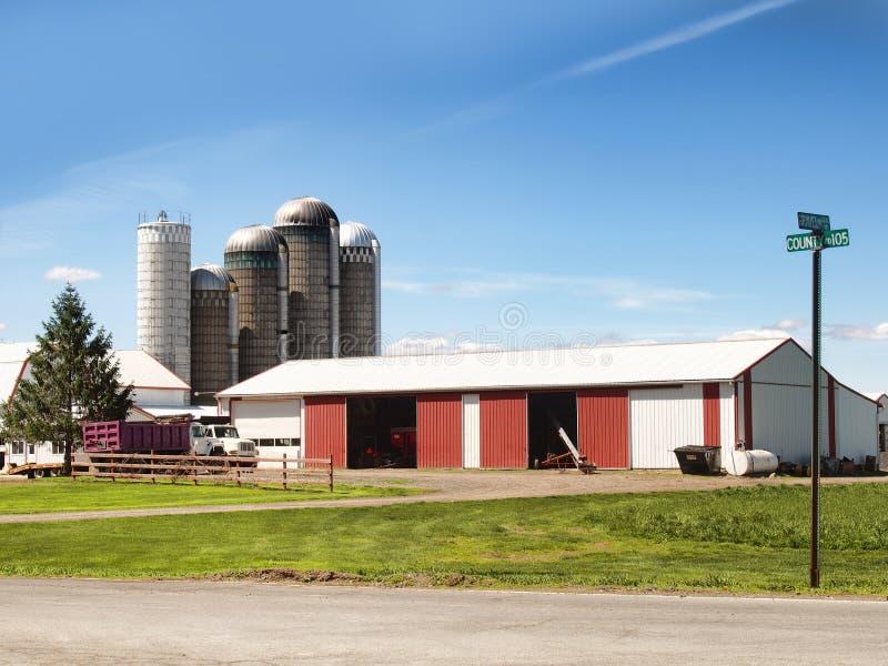 Молочная ферма страны стоковые изображения
