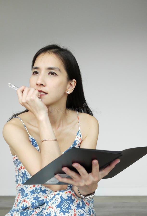 Молодая азиатская дама стоковая фотография
