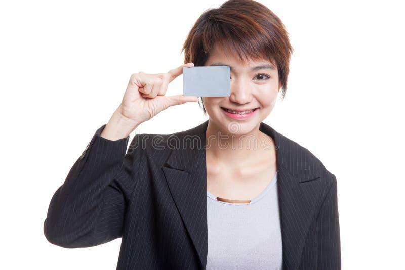 Download Молодая азиатская бизнес-леди с пустой карточкой над ее глазом Стоковое Фото - изображение насчитывающей люди, костюм: 81811898
