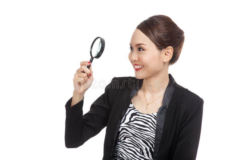 Молодая азиатская бизнес-леди с лупой стоковое изображение rf
