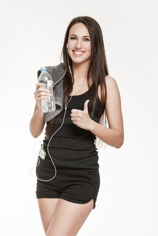 Молодая активная женщина на спортзале стоковая фотография rf