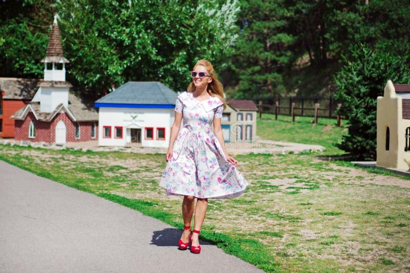 Молодая дама в винтажном платье стоковое фото rf