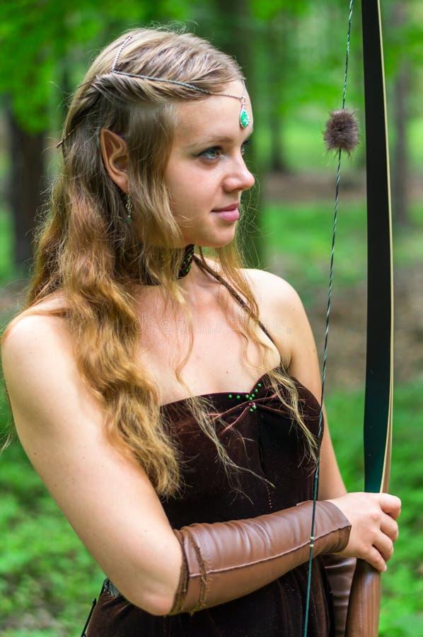 Молодая дама эльф с длинным смычком стоковые изображения rf
