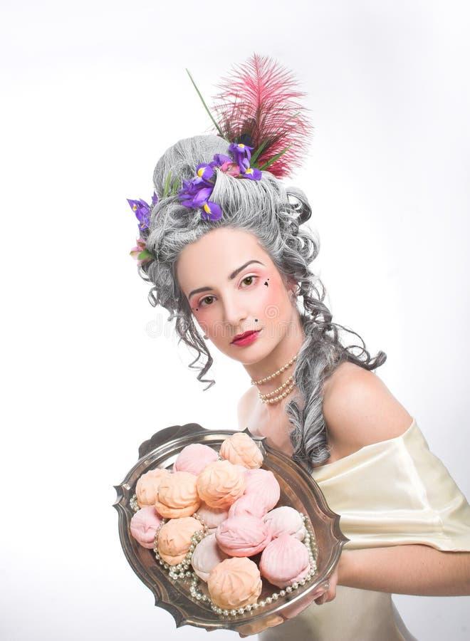 Download Молодая дама стоковое фото. изображение насчитывающей красивейшее - 40581070