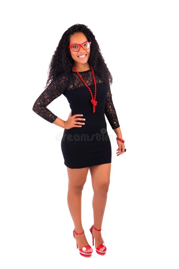 Молодая Афро-американская женщина с длинними волосами стоковые фото