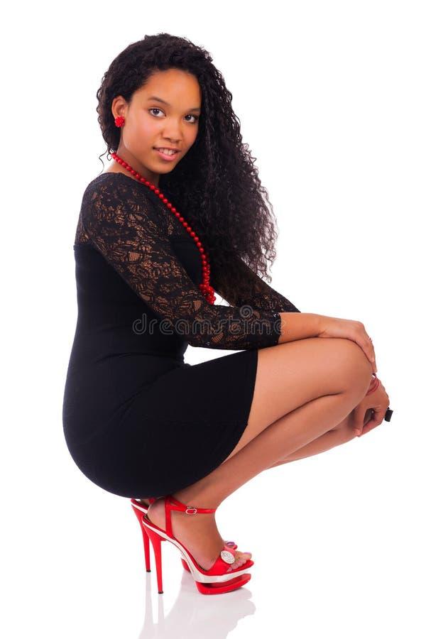 Молодая Афро-американская женщина с длинними волосами стоковое изображение