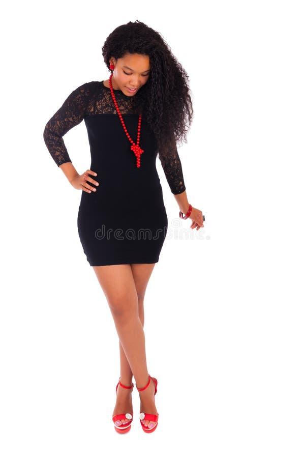 Молодая Афро-американская женщина с длинними волосами стоковое фото rf