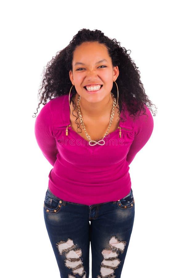 Молодая Афро-американская женщина с длинними волосами стоковая фотография