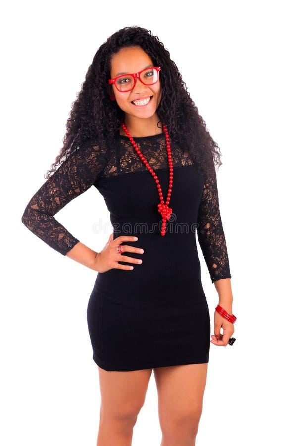 Молодая Афро-американская женщина с длинними волосами стоковое изображение rf