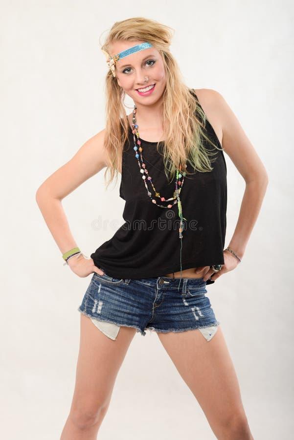 Молодая белокурая кавказская американская женщина моды стоковое изображение rf