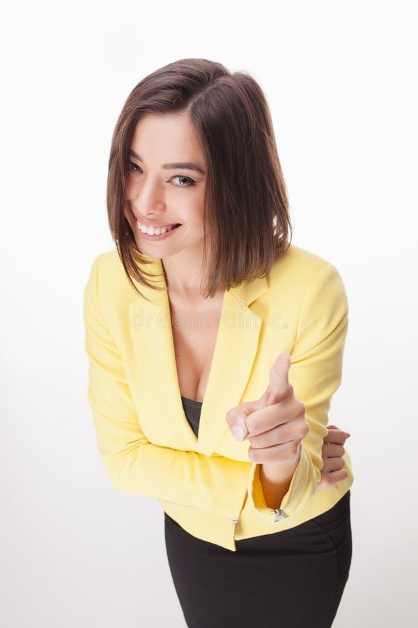 Молодая бизнес-леди показывая на белизне стоковые изображения