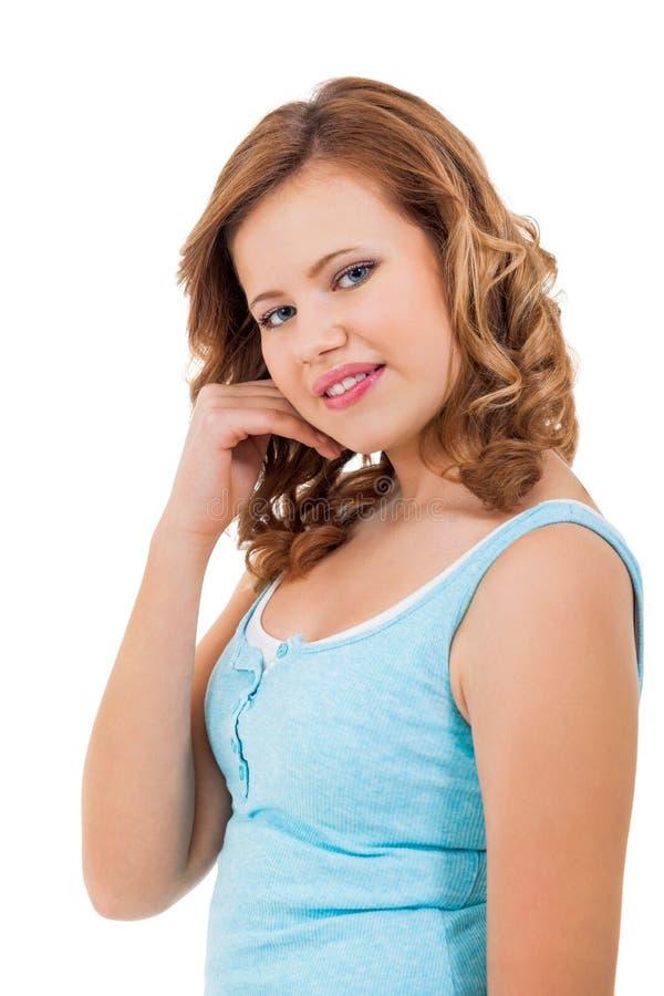 Молодая девушка подростка усмехаясь имеющ портрет потехи стоковые изображения
