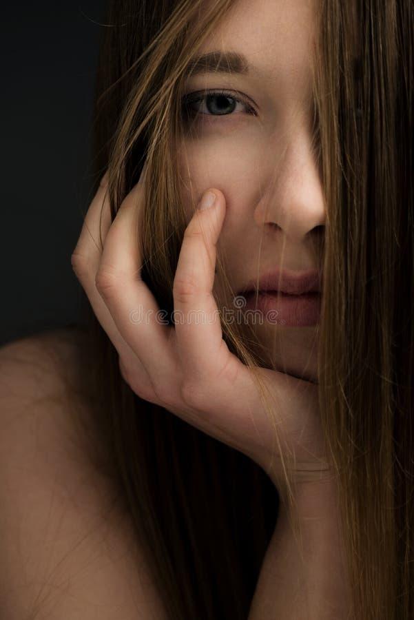 Молодая естественная девушка стоковое фото rf