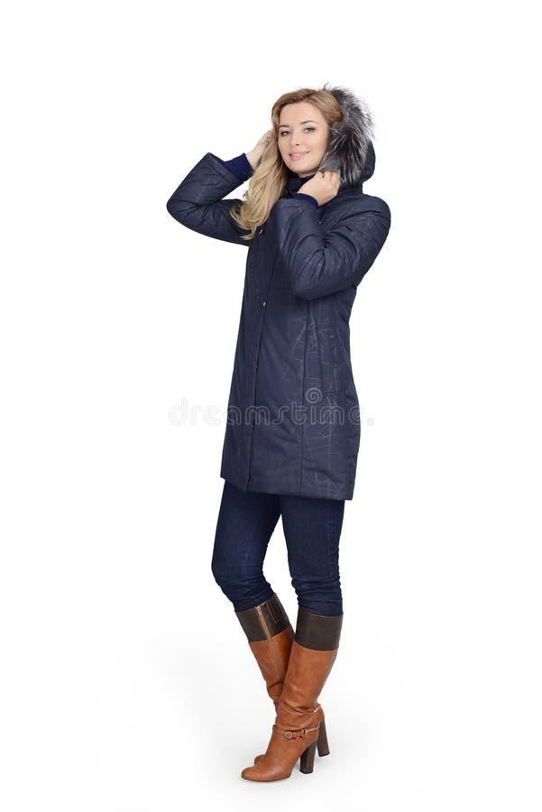 Молодая женщина в длинном пальто стоковые изображения rf