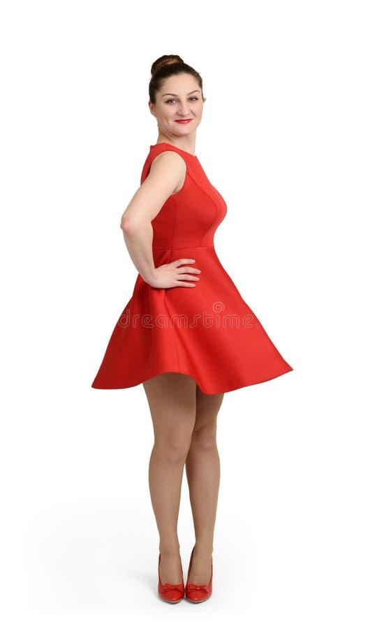 Молодая женщина в красном платье на белой предпосылке стоковые фотографии rf