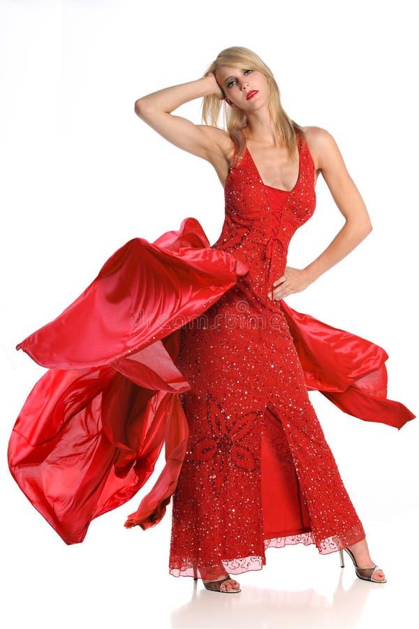 Молодая женщина в красном платье стоковые изображения rf