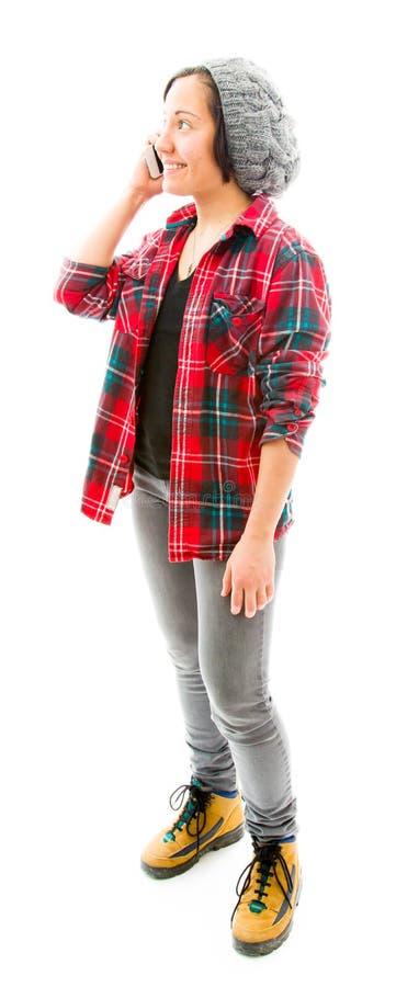 Download Молодая женщина говоря на мобильном телефоне и усмехаться Стоковое Фото - изображение насчитывающей сообщение, усмехаться: 41652150