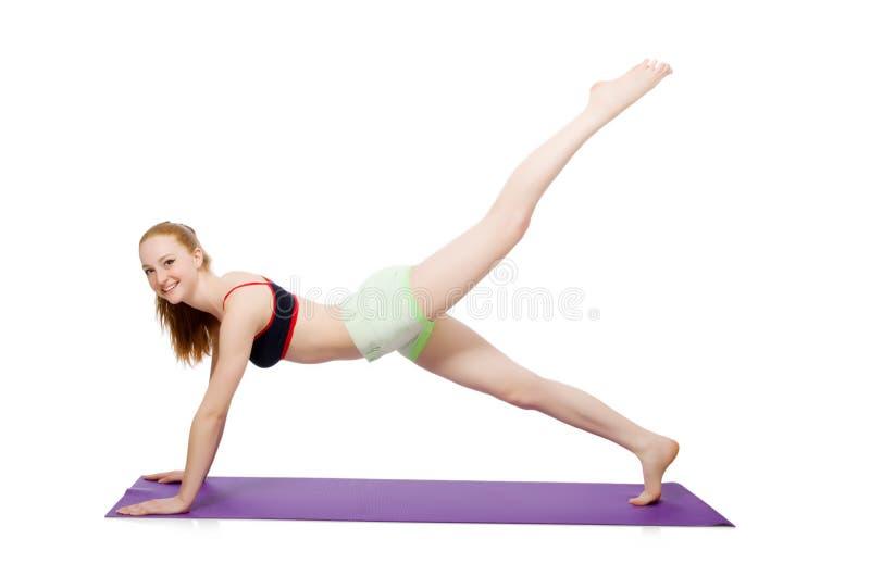 Молодая женщина делая изолированные тренировки спорта стоковое фото rf