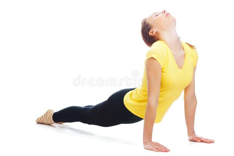 Молодая женщина делая тренировку йоги стоковое изображение rf