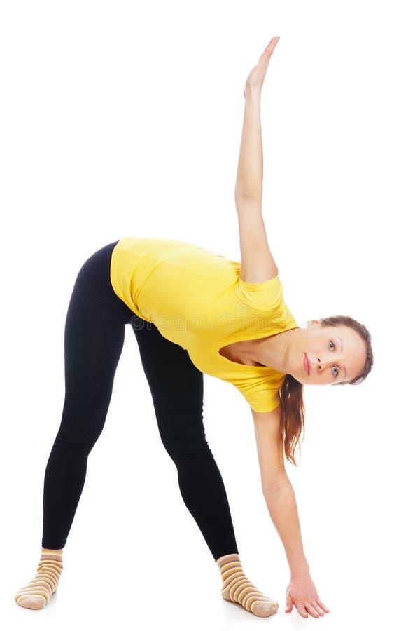 Молодая женщина делая тренировку йоги стоковое фото rf
