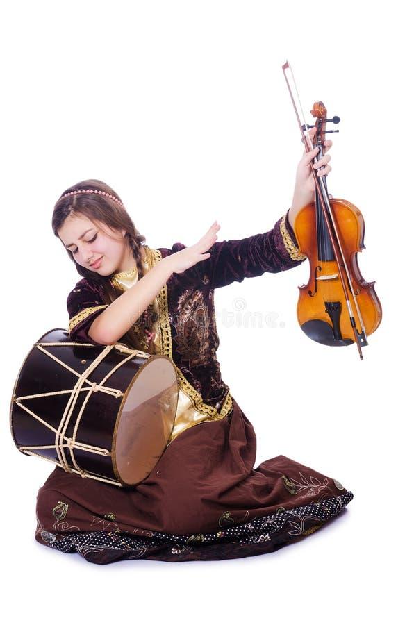 Молодая женщина играя музыкальные инструменты стоковое фото