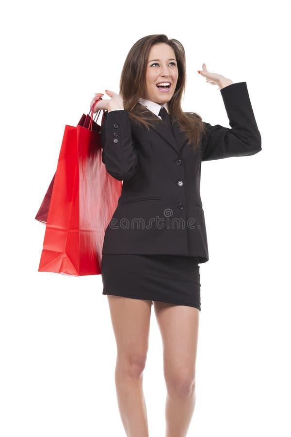 молодая женщина идет ходить по магазинам стоковые изображения rf