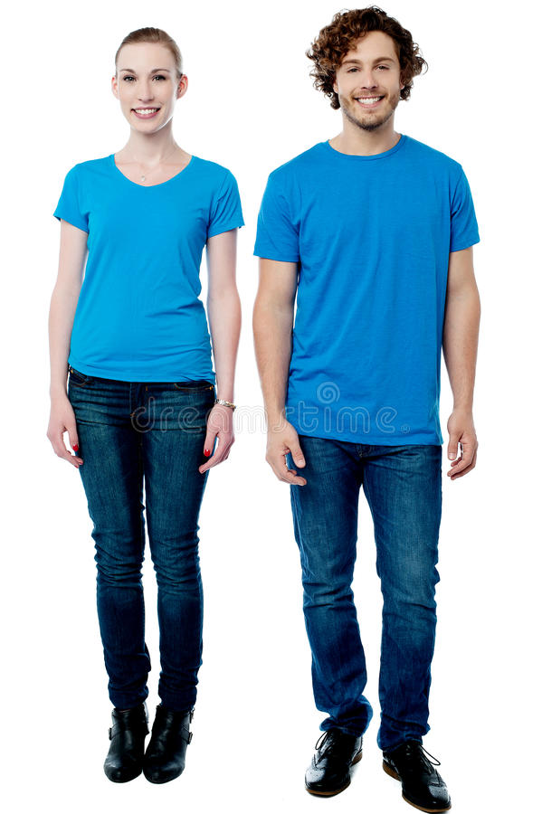 Молодая женщина и человек представляя совместно стоковая фотография rf
