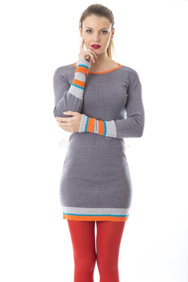 Молодая женщина моделируя платье моды стоковое фото rf