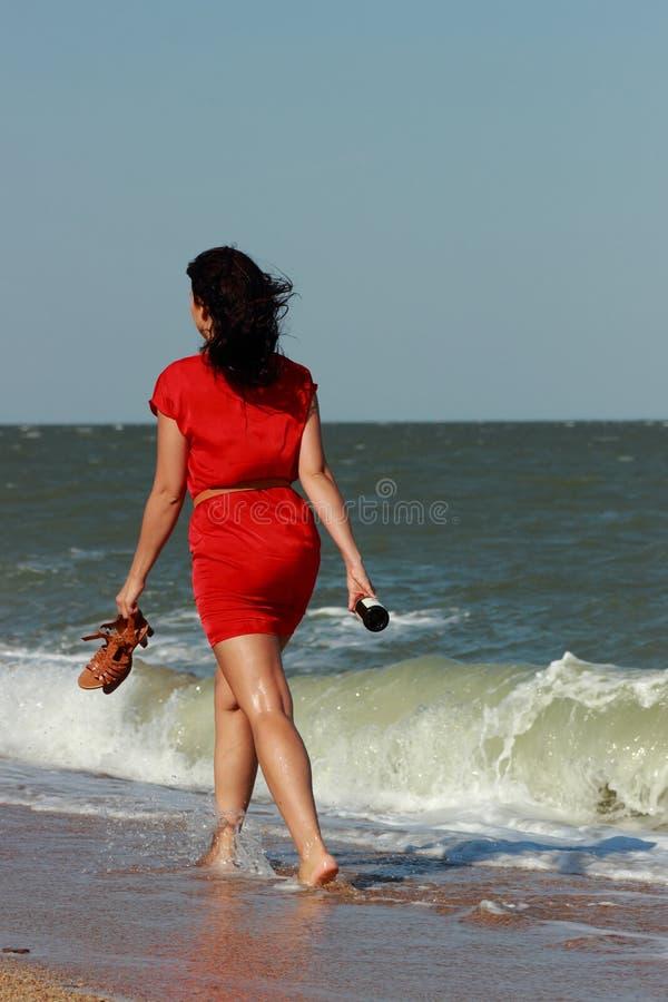 Молодая женщина напольная стоковое изображение rf