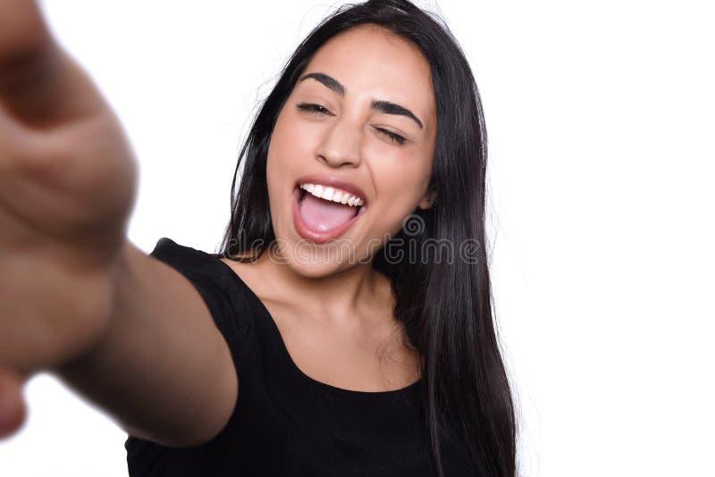 Молодая женщина принимая selfie стоковая фотография rf