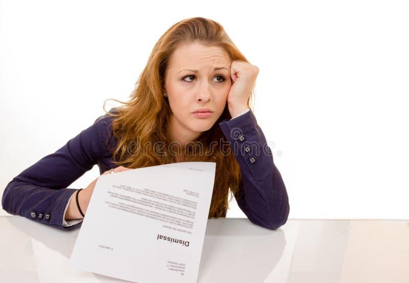 Молодая женщина смотря уныла была увольняна от ее работы стоковое фото