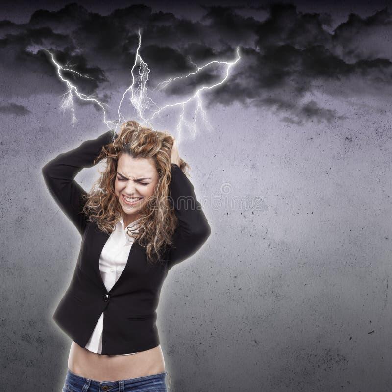 Download Молодая женщина с головной болью Стоковое Изображение - изображение насчитывающей одно, дело: 41656411